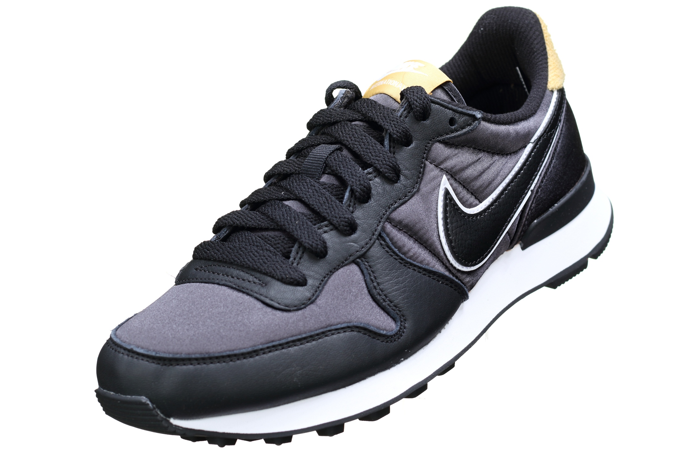 http://www.leadermode.com/151705/nike-w-internationalist-heat-aq1274-001-noir.jpg
