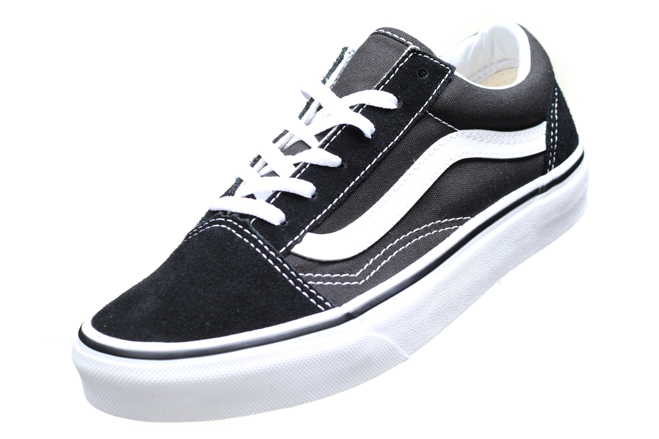 http://www.leadermode.com/154195/vans-old-skool-vw9t6bt-black-white.jpg